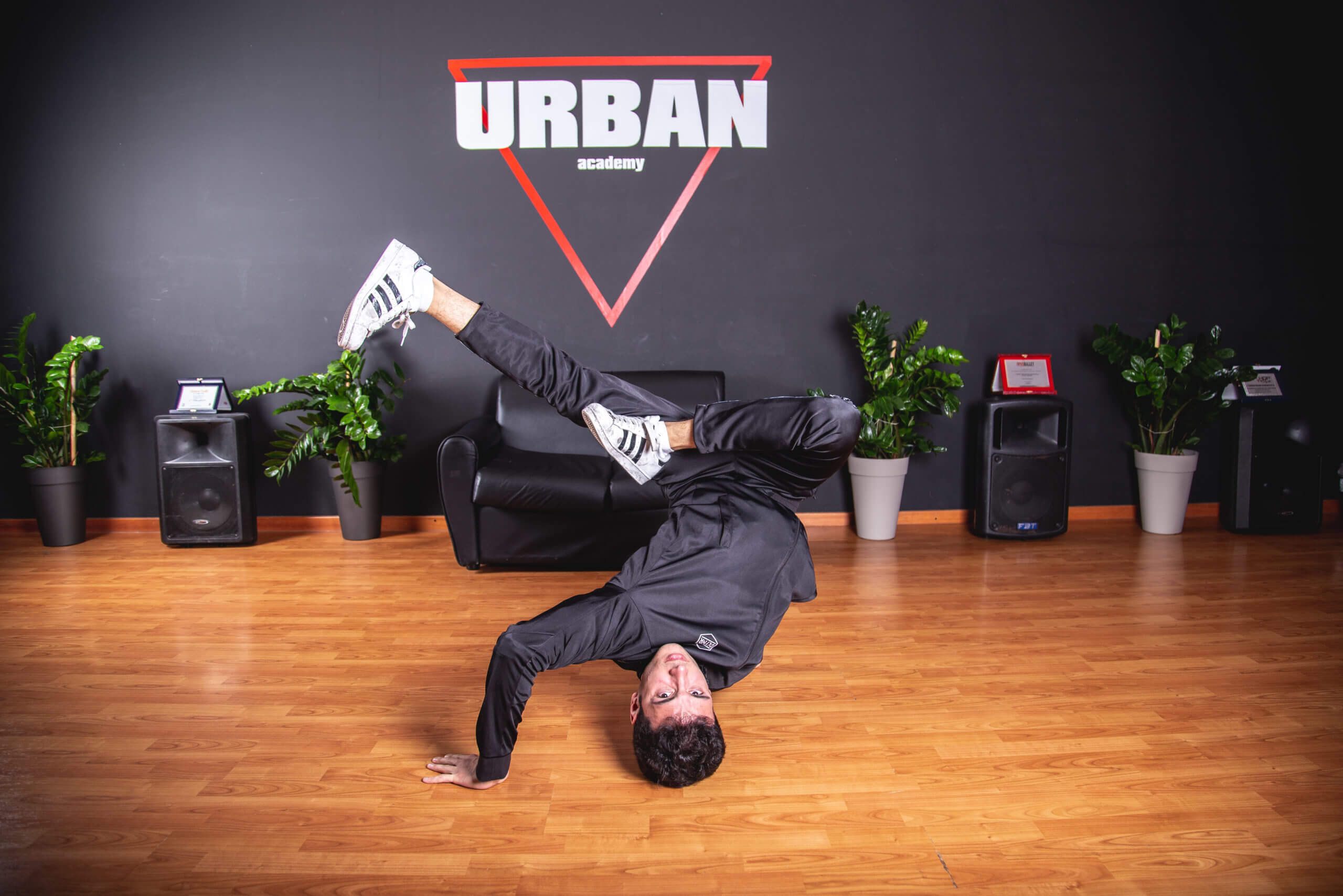 Breakdance-milano-ballerino-hiphop-danza-logan2