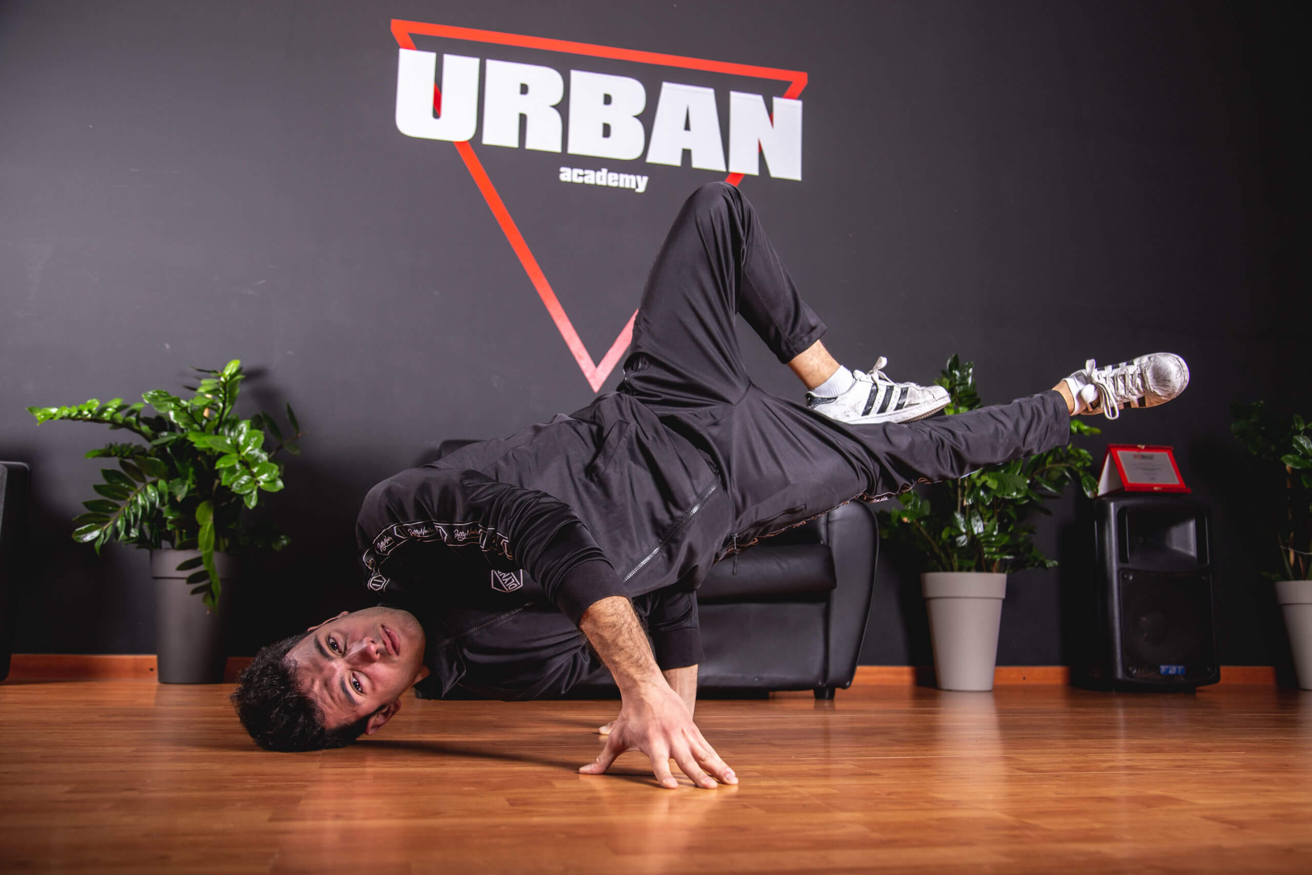 Breakdance-milano-ballerino-hiphop-danza-logan